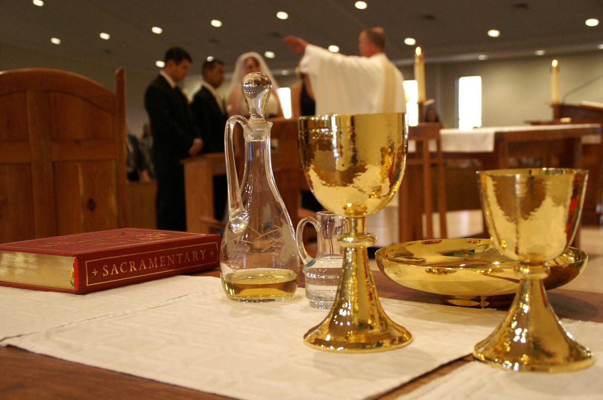 sacrament-338987_1920